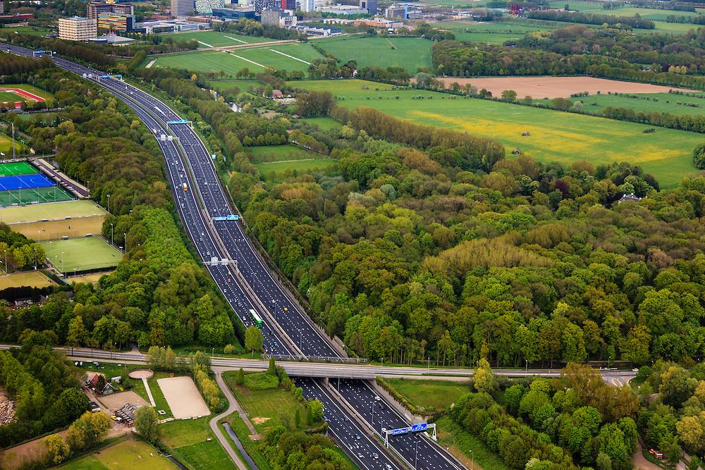 Nederland, Utrecht, Amelisweerd, 09-05-2013; lokatie van (omstreden) verbreding van rijksweg A27. De bak zou verbreed moeten worden aan de zijde van het landgoed (re) en van een geluidswerend dak worden voorzien.<br /> Motorway A27, near Utrecht; there are (controversial) plans to broaden the road.<br /> luchtfoto (toeslag op standard tarieven);<br /> aerial photo (additional fee required);<br /> copyright foto/photo Siebe Swart.
