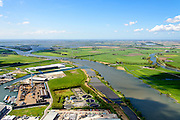 Nederland, Overijssel, Gemeente Kampen, 07-05-2015. Kampereiland met  Zuiderzeehaven en rivier de IJssel met Eilandbrug. Noordoostpolder en Ketelmeer in de achtergrond.<br /> New harbour and river IJssel, north of Kampen.<br /> <br /> luchtfoto (toeslag op standard tarieven);<br /> aerial photo (additional fee required);<br /> copyright foto/photo Siebe Swart