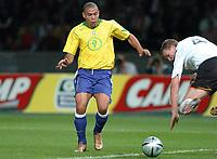 Fotball<br /> Privatlandskamp<br /> Tyskland v Brasil<br /> Berlin<br /> 8. september 2004<br /> Foto: Digitalsport<br /> NORWAY ONLY<br /> RONALDO (BRA) / ROBERT HUTH (GER)