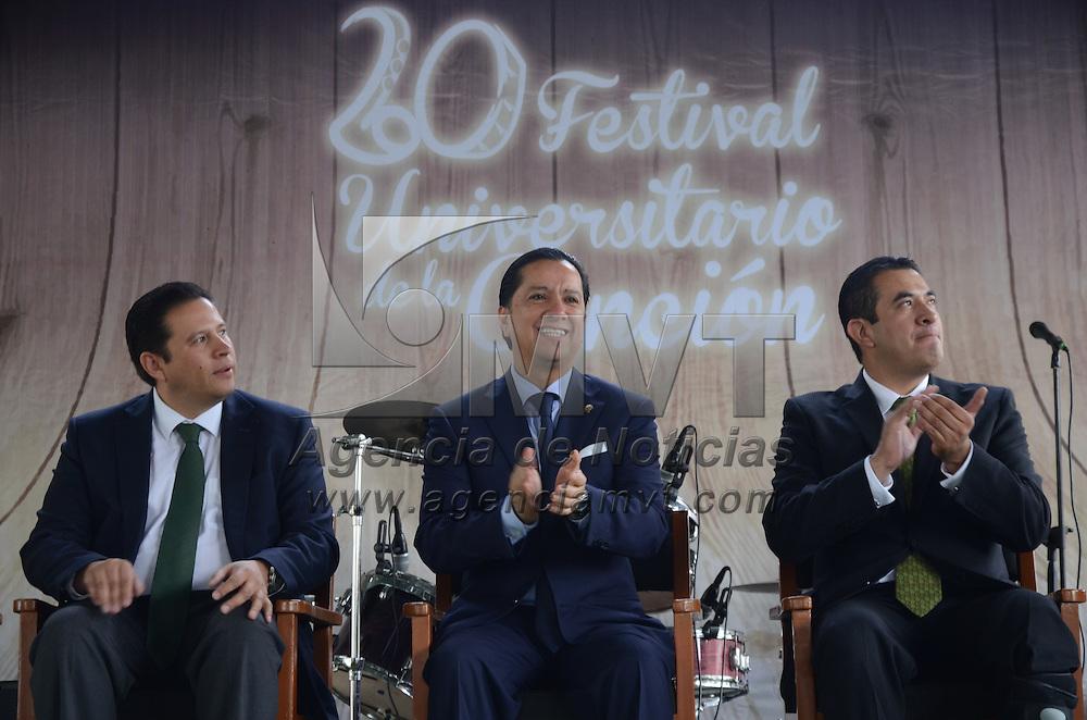 Toluca, México.- Jorge Olvera, Rector de la UAEM puso en marcha la vigésima edición del festival de la canción en la Facultad de Contaduría. Agencia MVT / Arturo Hernández.