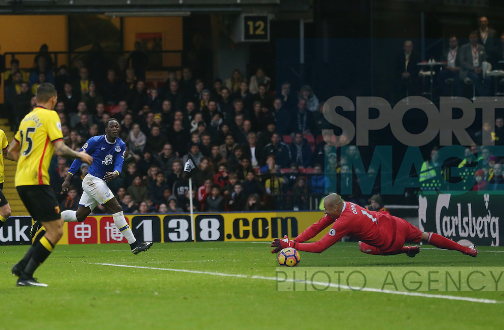 Watford's Heurelho Gomes saves from Everton's Romelu Lukaku during the Premier League match at Vicarage Road Stadium, London. Picture date December 10th, 2016 Pic David Klein/Sportimage