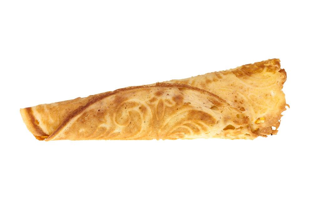 Krumkake isolert mot hvit bakgrunn. Krumkaker er kremmerhusformet kaker.