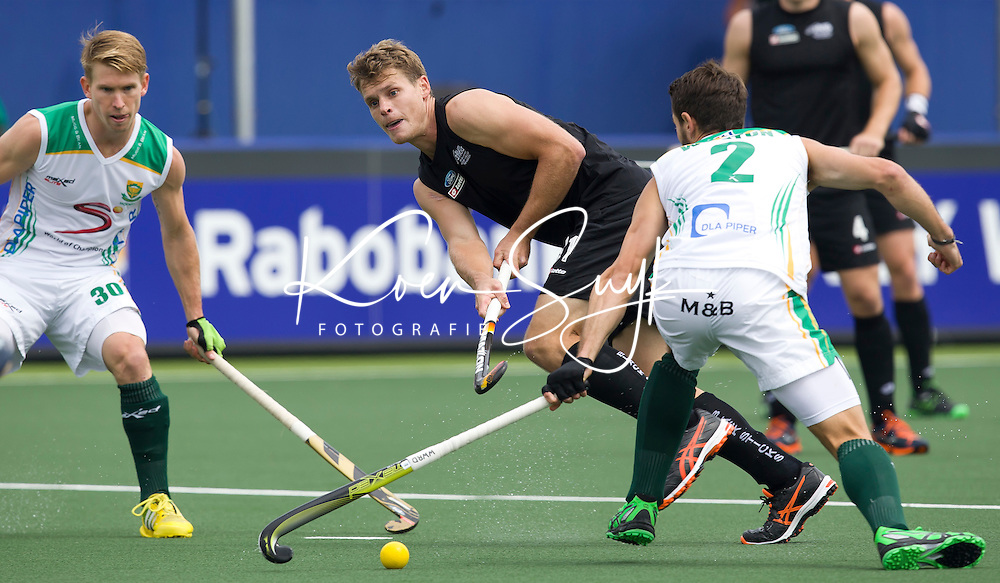 THE HAGUE - Steve Edwards of NZ. South Africa vs New Zealand during the Rabobank World Cup Hockey 2014. PHOTO KOEN SUYK