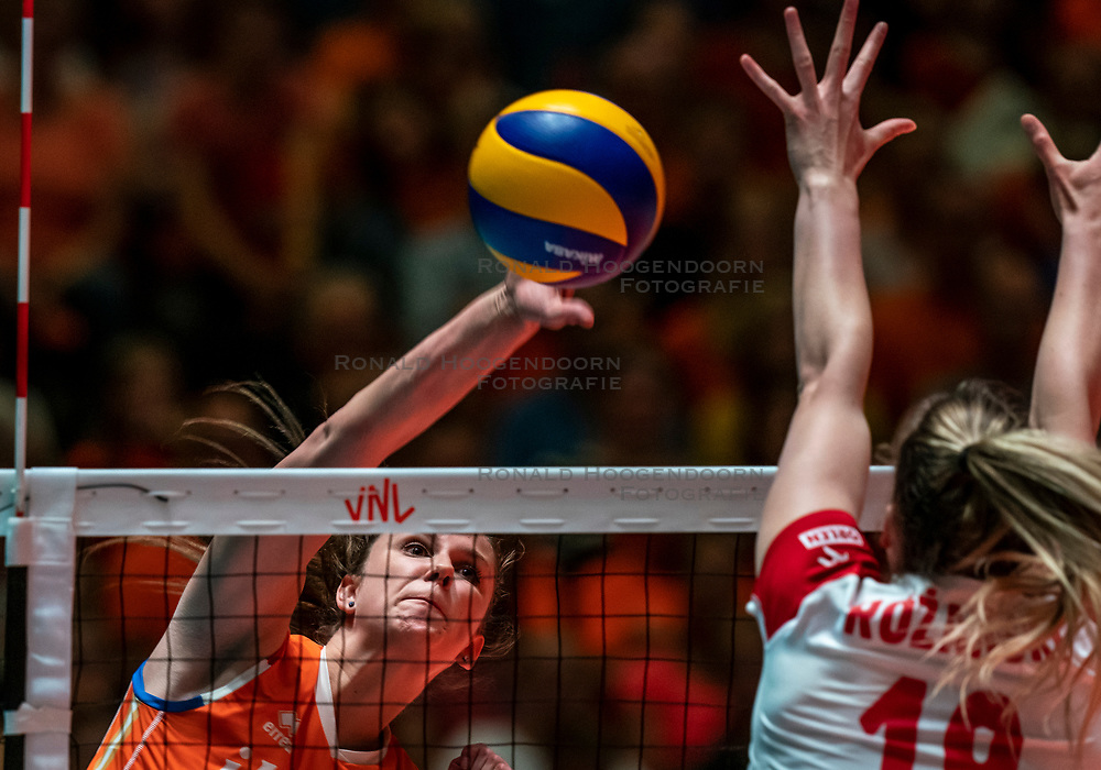 30-05-2019 NED: Volleyball Nations League Netherlands - Poland, Apeldoorn<br /> Juliët Lohuis #7 of Netherlands, Olivia Rozanski #19 of Poland