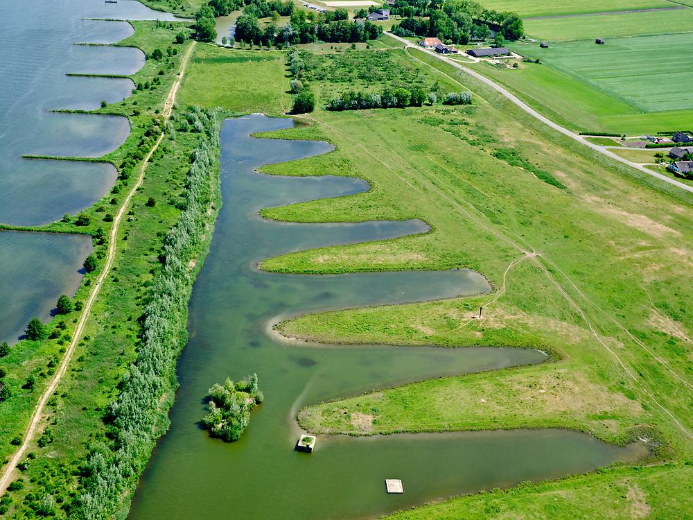 Nederland, Utrecht, GemeenteVijfheerenlanden, 27-05-2020; Goilberdingerwaard tussen Fort Everdingen en Werk aan 't Spoel (onderdelen van de Hollandse Waterlinie). Een oude strang is uitgegraven en van 'zaagtanden' voorzien. <br /> Goilberdingerwaard between Fort Everdingen and Werk aan 't Spoel (parts of the Dutch Waterline). An old strang has been dug out and provided with 'saw teeth'.<br /> <br /> luchtfoto (toeslag op standard tarieven);<br /> aerial photo (additional fee required)<br /> copyright © 2020 foto/photo Siebe Swart