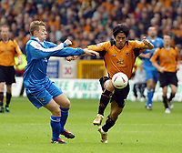 Fotball<br /> England 2004/2005<br /> Foto: SBI/Digitalsport<br /> NORWAY ONLY<br /> <br /> Wolverhampton Wanderers v Cardiff City<br /> The League Championship. 25/09/2004<br /> <br /> Ki-Hyeon Seol of Wolves clashes with Paul Parry of Cardiff