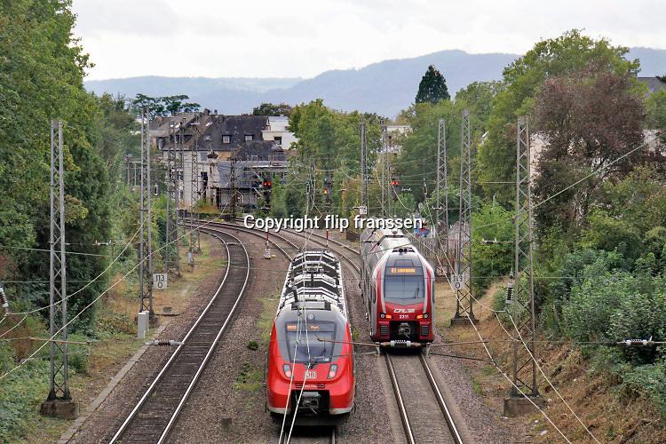 Duitsland, Trier, 25-9-2020 Twee treinen moeten wachten op een groen sein voordat ze door mogen rijden . Foto: ANP/ Hollandse Hoogte/ Flip Franssen