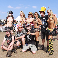 07.08.2010, Wacken Open Air 2010, Wacken, GER, 3.Tag beim 21.Heavy Metal Festival Fans posen mit sexy weiblichen Stripperinnen, EXPA Pictures © 2010, PhotoCredit: EXPA/ nph/  Kohring+++++ ATTENTION - OUT OF GER +++++ / SPORTIDA PHOTO AGENCY