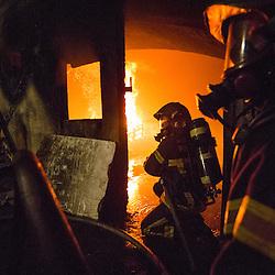 Stage incendie au Fort de Domont des Jeunes Sapeurs Pompiers de Chamalières (SDIS 63). Exercice de désincarcération et réalisation de brûlages contrôlés à des fins d'étude du feu et de formation aux techniques d'extinction des JSP.  <br /> Juillet 2016 / Domont (95) / FRANCE<br /> Voir le reportage complet (70 photos) http://sandrachenugodefroy.photoshelter.com/gallery/2016-07-Stage-JSP-63-a-Domont-Complet/G0000iEIjgPjhnEA/C0000yuz5WpdBLSQ
