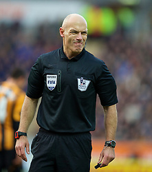 01.12.2013, KC Stadion, Hull, ENG, Premier League, Hull City Tigers vs FC Liverpool, 13. Runde, im Bild Referee Howard Webb takes charge // during the English Premier League 13th round match between Hull City Tigers vs Liverpool FC at the KC Stadion in Hull, Great Britain on 2013/12/01. EXPA Pictures © 2013, PhotoCredit: EXPA/ Propagandaphoto/ David Rawcliffe<br /> <br /> *****ATTENTION - OUT of ENG, GBR*****