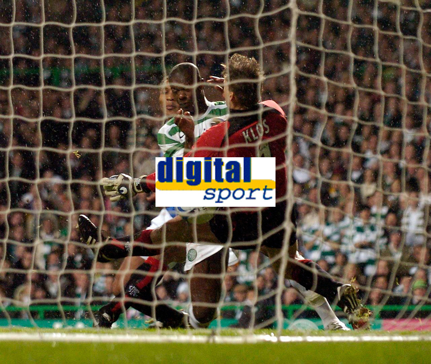 Photo: Jed Wee.<br /> Celtic v Glasgow Rangers. Scottish CIS Insurance Cup. <br /> 09/11/2005.<br /> <br /> Celtic's Bobo Balde bundles the ball past Rangers goalkeeper Stefan Klos in a goal that is later credited as an own goal to confirm their win.