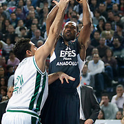 Efes Pilsen's Bootsy THORNTON (R) during their Turkish Airlines Euroleague Basketball Top 16 Group G Game 1 match Efes Pilsen between Montepaschi Siena at Sinan Erdem Arena in Istanbul, Turkey, Wednesday, January 19, 2011. Photo by TURKPIX