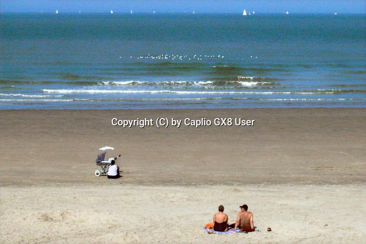 Belgie, Oostende, 6-9-2019Aan het strand langs de Noordzee van deze mondaine badplaats in vlaanderen. Foto: Flip Franssen