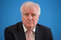 DEU, Deutschland, Germany, Berlin, 24.07.2018: Bundesinnenminister Horst Seehofer (CSU) in der Bundespressekonferenz bei der Vorstellung des Verfassungsschutzberichts 2017.