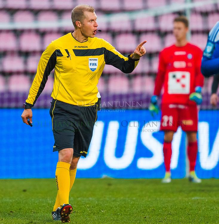 Erotuomari Jari Järvinen miesten Suomen Cupin finaalissa SJK-HJK. Ratinan stadion, Tampere, Suomi. 24.9.2016.