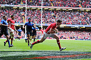 Alex Cuthbert of Wales (c) scores the opening try.  RBS Six nations championship 2012, Wales v France at the Millennium Stadium in Cardiff, South Wales on Saturday 17th March 2012.  pic by Andrew Orchard, Andrew Orchard sports photography,