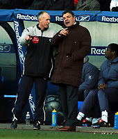 Fotball<br /> FA-cup 2005<br /> 5. runde<br /> Bolton v Arsenal<br /> 12. mars 2005<br /> Foto: Digitalsport<br /> NORWAY ONLY<br /> An Unhappy Sam Allardyce Manager Bolton Wanderers Talks with 4th Offficial