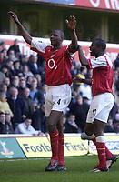 Fotball<br /> England 2004/2005<br /> Foto: SBI/Digitalsport<br /> NORWAY ONLY<br /> <br /> Tottenham Hotspur v Arsenal<br /> 13/11/2004<br /> <br /> Arsenal's Patrcik Vieira celebrates his goal with fellow scorer Lauren