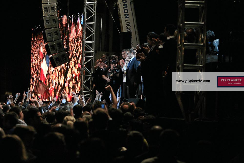 Nicolas Sarkozy - Election présidentielle française - Environ 30 000 personnes se sont regroupées place de la Concorde, à Paris, pour fêter la victoire du candidat de l'UMP. French presidential election - Around 30 000 people have enjoy the victory of the candidate from UMP in Paris, place de la Concorde. Paris - 6/05/2007 - JSB / PixPlanete