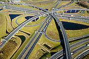 Nederland, Zuid-Holland, Rotterdam, 18-02-2015; Knooppunt Ridderkerk, verkeersknooppunt A15 en A16, bijgenaamd 'Ridderster'. Detail klaverblad met opritten, afritten en fly-overs. De waterpartijen zijn kunstmatige aangelegd en kunnen dienen als bluswater ingeval van calamiteiten.<br /> Ridderkerk junction, junction A15 / A16, nicknamed 'Ridder star'. Cloverleaf type junction, with ramps, exit ramps and flyovers. The ponds are man-made, the water can be used for firefighting in case of emergencies.<br /> luchtfoto (toeslag op standard tarieven);<br /> aerial photo (additional fee required);<br /> copyright foto/photo Siebe Swart