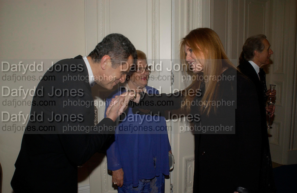 Ferruccio Ferragamo, Wanda Ferragamo and the Duchess of York. An Evening in honour of Salvatore Ferragamo hosted by the Ambassador of Italy. The Italian Embassy, 4 Grosvenor Square. London W1. 8 June 2005. ONE TIME USE ONLY - DO NOT ARCHIVE  © Copyright Photograph by Dafydd Jones 66 Stockwell Park Rd. London SW9 0DA Tel 020 7733 0108 www.dafjones.com