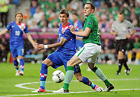 Foball , 10. juni 2012 , Euro ,  Irland - Kroatia<br /> v.l. Mario Mandzukic, John O'Shea (Irland)<br /> Norway only