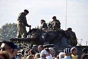 Nederland, Groesbeek, 18-9-2014herdenking Market Garden, dropping 82nd Airborne DivisionBezoekers van de paradropping kunnen historisch legervoertuigen bekijken tijdens de viering en herdenking van 70 jaar Market Garden, slag om Arnhem.FOTO: FLIP FRANSSEN/ HOLLANDSE HOOGTE