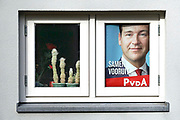 Nederland, Ubbergen, 15-3-2017Een verkiezingsaffiche met het portret van Lodewijk Asscher hangt achter een raam van een huis. Ascher is lijsttrekker voor de linkse, sociaal democratische partij PVDA voor de tweede kamer verkiezingen .Verkiezingen voor de tweede kamer der staten generaal, en indirect voor de eerste kamer. Netherlands, elections. Netherlands, elections voting . Polling stationFoto: Flip Franssen