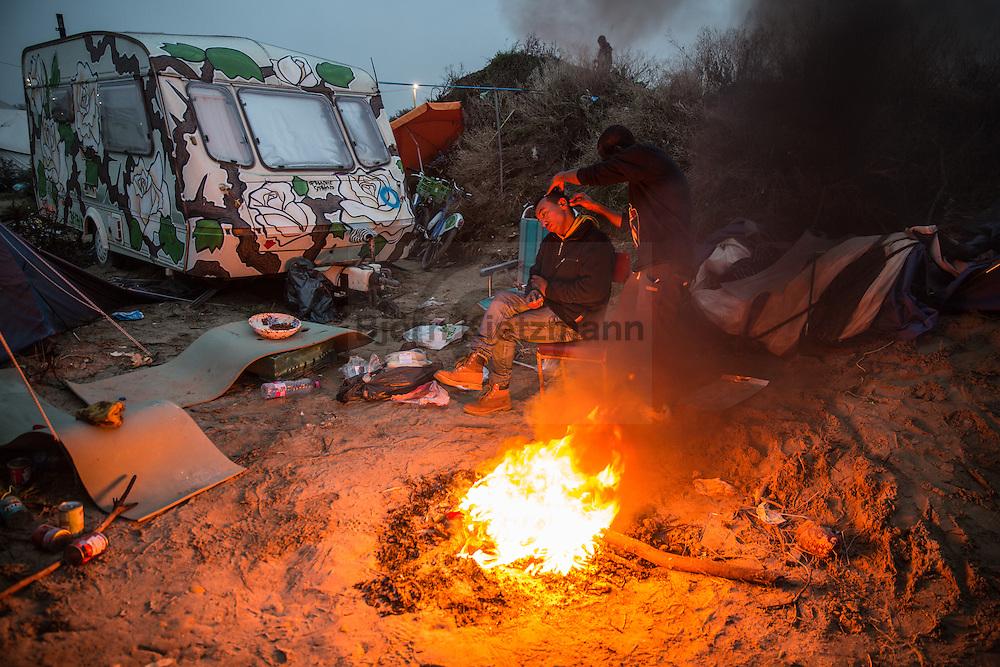 """Calais, Pas-de-Calais, France - 24.10.2016    <br />  <br /> Start of the eviction on the so called """"Jungle"""" refugee camp on the outskirts of the French city of Calais. Refugees and migrants leaving the camp to get with buses to asylum facilities in the entire country. Many thousands of migrants and refugees are waiting in some cases for years in the port city in the hope of being able to cross the English Channel to Britain. French authorities announced a week ago that they will evict the camp where currently up to up to 10,000 people live.<br /> <br /> <br /> Beginn der Raeumung des so genannte """"Jungle""""-Fluechtlingscamp in der französischen Hafenstadt Calais. Fluechtlinge und Migranten verlassen das Camp um mit Bussen zu unterschiedlichen Asyleinrichtungen gebracht zu werden. Viele tausend Migranten und Fluechtlinge harren teilweise seit Jahren in der Hafenstadt aus in der Hoffnung den Aermelkanal nach Großbritannien ueberqueren zu koennen. Die franzoesischen Behoerden kuendigten vor einigen Wochen an, dass sie das Camp, indem derzeit bis zu bis zu 10.000 Menschen leben raeumen werden. <br /> <br /> Photo: Bjoern Kietzmann"""