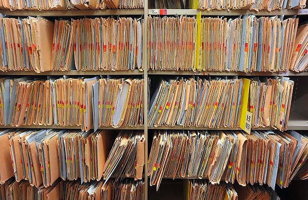 Nederland, Nijmegen, 6-1-2011Archiefmappen hangen in kasten van het UMCN.Het zijn patiëntendossiers. Foto: Flip Franssen