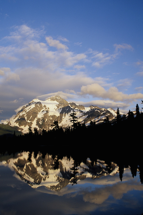 United States, Washington, Mount Baker National Forest, Mount Shuksan (9127 ft.) and clouds reflected in Picture Lake