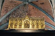 goldener Schrein, Stiftskirche St. Waltrudis, Inneres, Mons, Hennegau, Wallonie, Belgien, Europa   golden shrine, interior of abbey church Saint Waltrude, Mons, Hennegau, Wallonie, Belgium, Europe