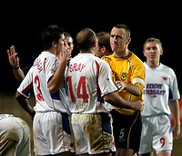 Photo: Richard Lane.<br />Oxford United v Carlisle United. Nationwide Division Three. 13/12/2003.<br />Things get heated again as Kevin Gray and Andy Crosby try it on.