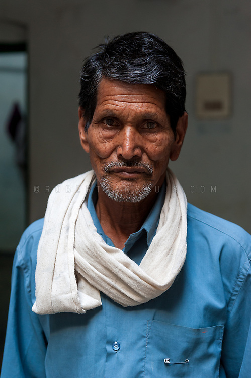 Portrait of a family member of a resident at Kashi Labh Mukti Bhawan hospice, Varanasi, India. Photo © robertvansluis.com