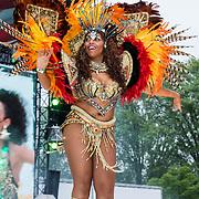 NLD/Breda/20140426 - Radio 538 Koningsdag, Braziliaanse danseressen