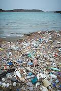 Aangespoeld afval in Sint Joris baai, Curaçao 2014  -  Washed up garbage at Sint Joris bay, Curaçao 2014