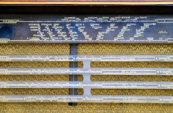 Nederland, Nijmegen, 30-4-2013Een ouderwetse radio met buizen en de namen van verschillende internationale zenders, zendstations.FOTO: FLIP FRANSSEN/ HOLLANDSE HOOGTE