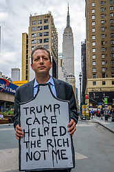 "June 4, 2017 - New York, New York, United States - Councilmember and co-founder of #GetOrganizedBK Brad Lander - Health providers, patients, grassroots organizers, NYC Councilmember and co-founder of #GetOrganizedBK Brad Lander, NY assemblymember Richard Gottfried and concerned New York residents organized a Die-In against Trumpcare and for affordable coverage for all on June 4, 2017; at 33 Street Plaza, W. 33 St. between 7the and 8th Aves, Manhattan. Protestors rally to warn US Senate of human toll of ""repeal/replace"" health plans. (Credit Image: © Erik Mcgregor/Pacific Press via ZUMA Wire)"