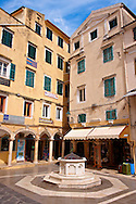 Square with Venetian Well,  Corfu Old Town, Greek Ionian Islands .<br /> <br /> If you prefer to buy from our ALAMY PHOTO LIBRARY  Collection visit : https://www.alamy.com/portfolio/paul-williams-funkystock/corfugreece.html <br /> <br /> Visit our GREECE PHOTO COLLECTIONS for more photos to download or buy as wall art prints https://funkystock.photoshelter.com/gallery-collection/Pictures-Images-of-Greece-Photos-of-Greek-Historic-Landmark-Sites/C0000w6e8OkknEb8