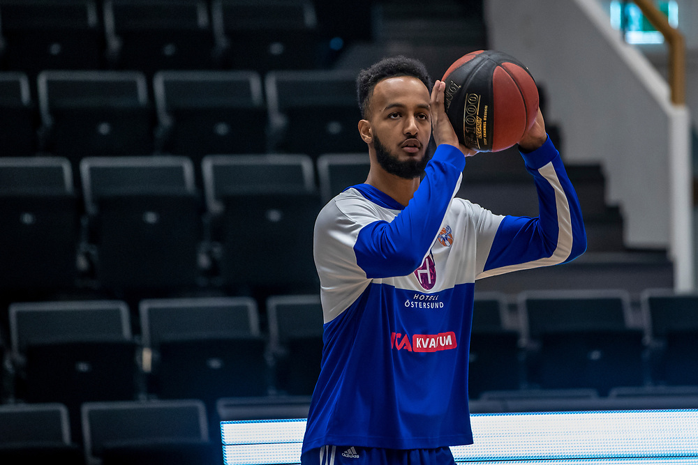 ÖSTERSUND 20191031<br /> Jämtlands Alexander Yemane  under torsdagens match i basketligan mellan Jämtland Basket och Umeå BBK i Östersunds Sporthall.<br /> <br /> Foto: Per Danielsson/Projekt.P