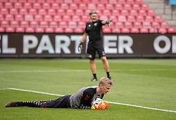 Oliver Christensen (Danmark) varmer op før U21 EM2021 Kvalifikationskampen mellem Danmark og Ukraine den 4. september 2020 på Aalborg Stadion (Foto: Claus Birch).