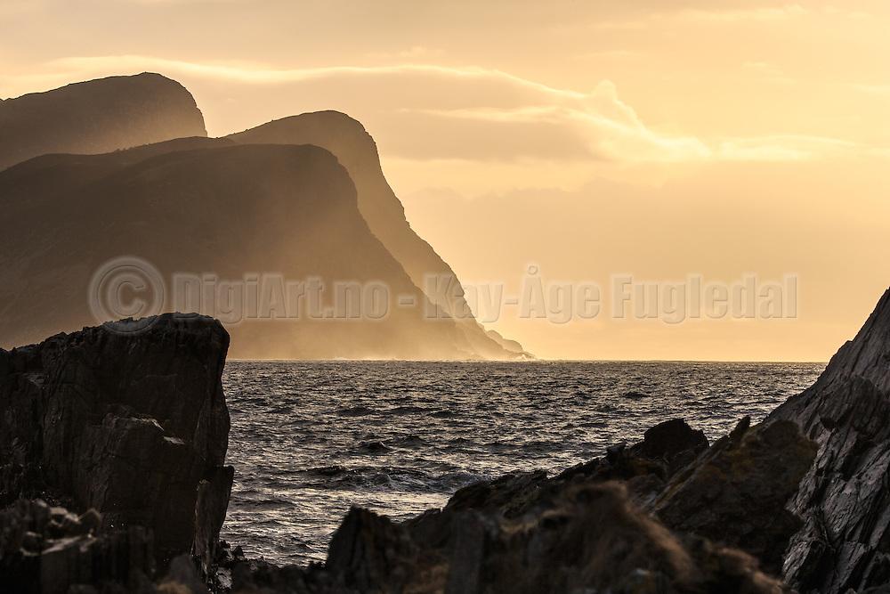 Sunset in the ocean, with sunstrays in the mountains. Captured from Runde to Golleneset, Norway   Solnedgang i havet, med solstråler i fjellene. Bildet er tatt fra Runde mot Golleneset ved Kvalsvik.