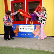 NLD/Nederhorst den Berg/20050702 - Opening kinderdagverblijf de Bergertjes Vreelandseweg 33a Nederhorst den Berg door wethouder Wijdmeren Mw. Simons