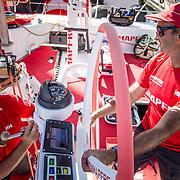 © Maria Muina I MAPFRE.  The shore crew begins the refit of the boat to face the next leg.  Comienzan los trabajos del equipo de tierra para poner a punto el barco de cara a la salida de la próxima etapa.