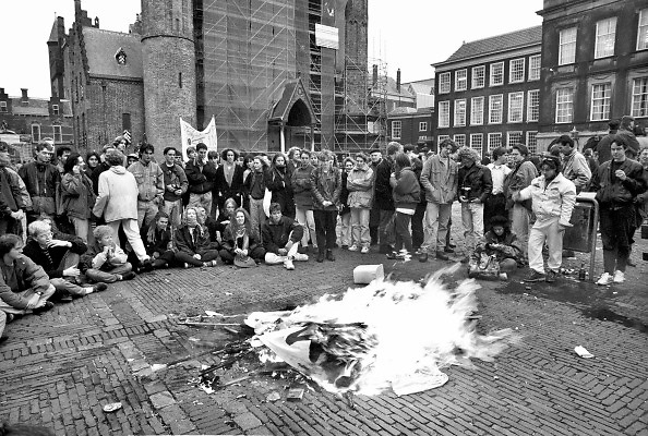 Nederland, Den Haag, 1991Landelijke demonstratie van studenten tegen de planne van minister Ritzen .Studentenactie, studentenprotest, in de jaren 80 en begin 90 .Demonstratie van studenten tegen de wet op de studiefinanciering en hervormingen in het wetenschappelijk onderwijs. Die kreeg te maken met grote demonstraties van studenten na de verhoging van de collegegelden en het verkorten van de studieduur.Foto: Flip Franssen