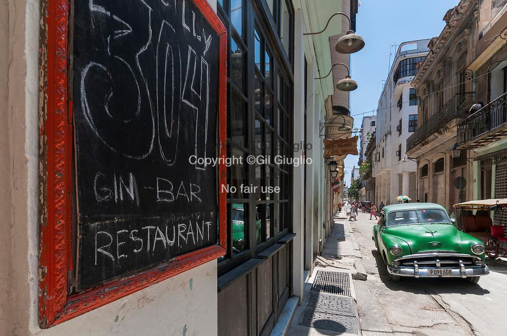 Cuba, La Havane, quartier Habana Vieja, bar à cocktails speakeasy et restaurant O'reilly 304 // Cuba, Havana, Habana Vieja quarter , O'reilly 304 cocktails bar and restaurant, a sepakeasy trendy bar