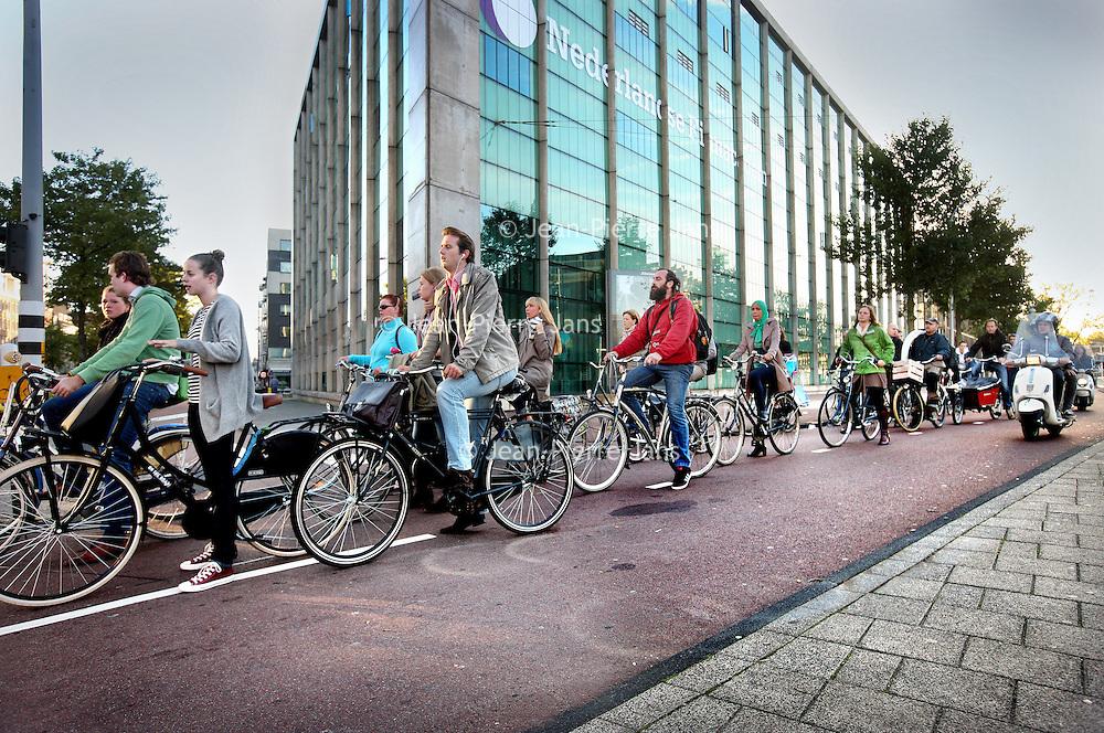 Nederland, Amsterdam , 26 september 2013<br /> Fietsfile op het Mr. Visserplein.<br /> Foto:Jean-Pierre Jans