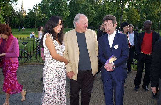 Polly Sampson, David Gilmour and Duggie Fields, Cindy Sherman exhibition opening at  the Serpentine gallery. 2 June 2003. © Copyright Photograph by Dafydd Jones 66 Stockwell Park Rd. London SW9 0DA Tel 020 7733 0108 www.dafjones.com