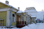 St Petersburg, Russia, 10/02/2004..Founded in 1714 by Peter the Great, the Komarov Institute is one of the largest botanical collections in the world. The dilapidated House of Administration at the institute.