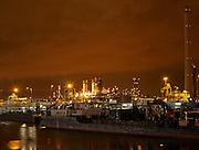 Nachtopname industiegebied bij Europoort, Rotterdam - Industry near Europoort by night, Rotterdam, Netherlands
